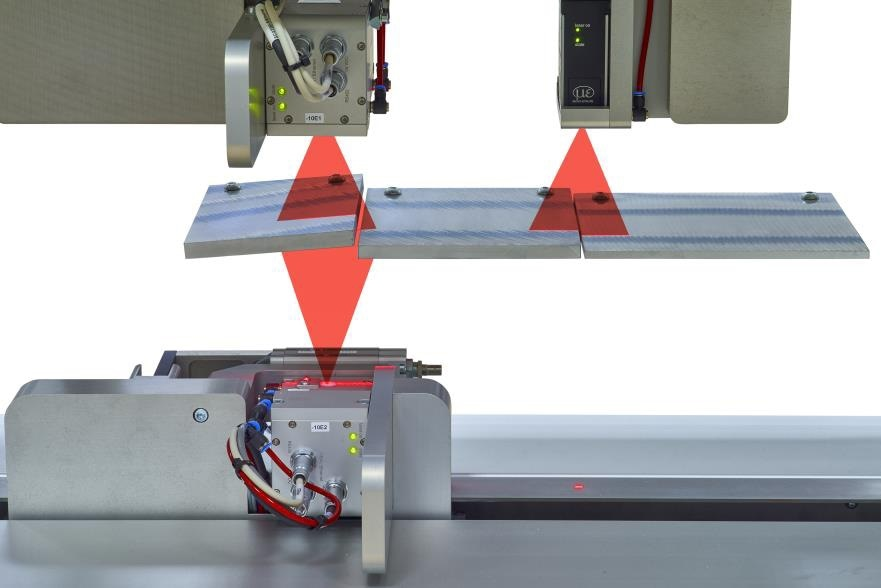 Thickness measurement with integrated width measurement in a single system.