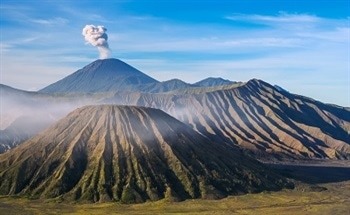 Monitoring Volcanic CO2 Emissions to Predict the Chance of an Eruption