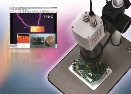 Microscope lens for temperature monitoring of ultra-small targets